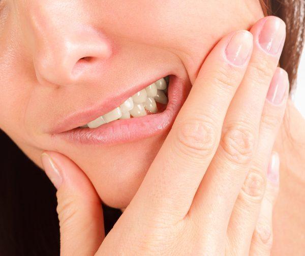 Дискомфорт в зубном ряду во время приема пищи